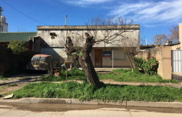 Casa en calle F. Díaz 880