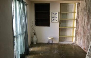Casa y 2 locales en calle Suipacha y Castelli